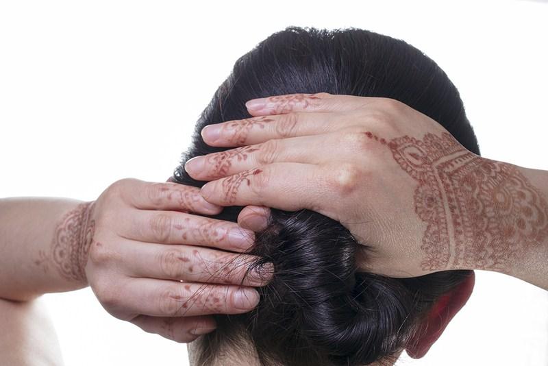 Włosy pokryte henną